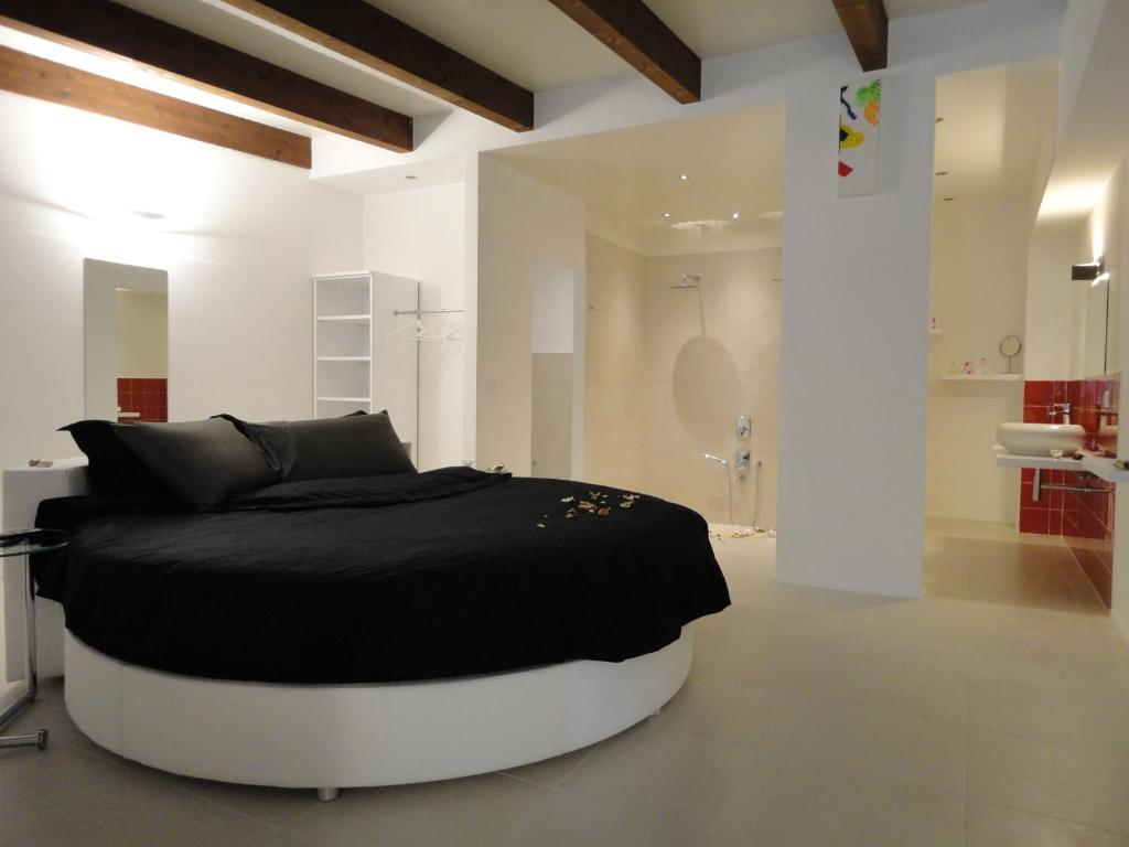A bed or beds in a room at Cantina Loft