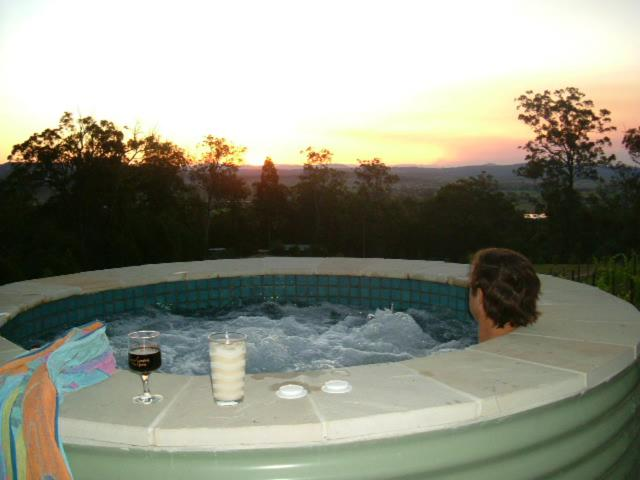 The swimming pool at or near Wallaby Ridge Retreat