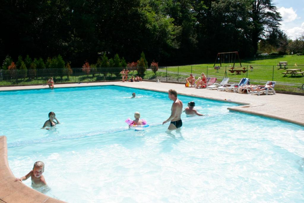 The swimming pool at or near Château de Chigy