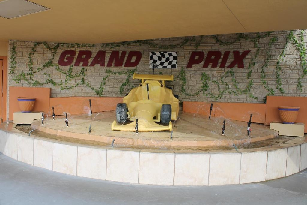 Grand Prix Motel Beach Front