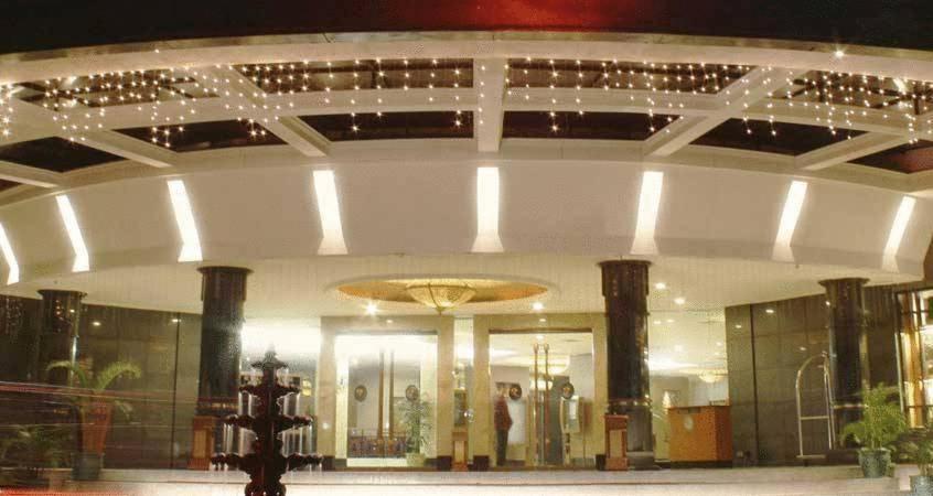 hotel kaisar jakarta indonesia booking com rh booking com