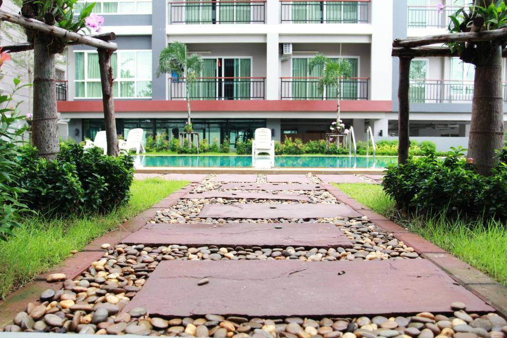 Een patio of ander buitengedeelte van 101 Holiday suite