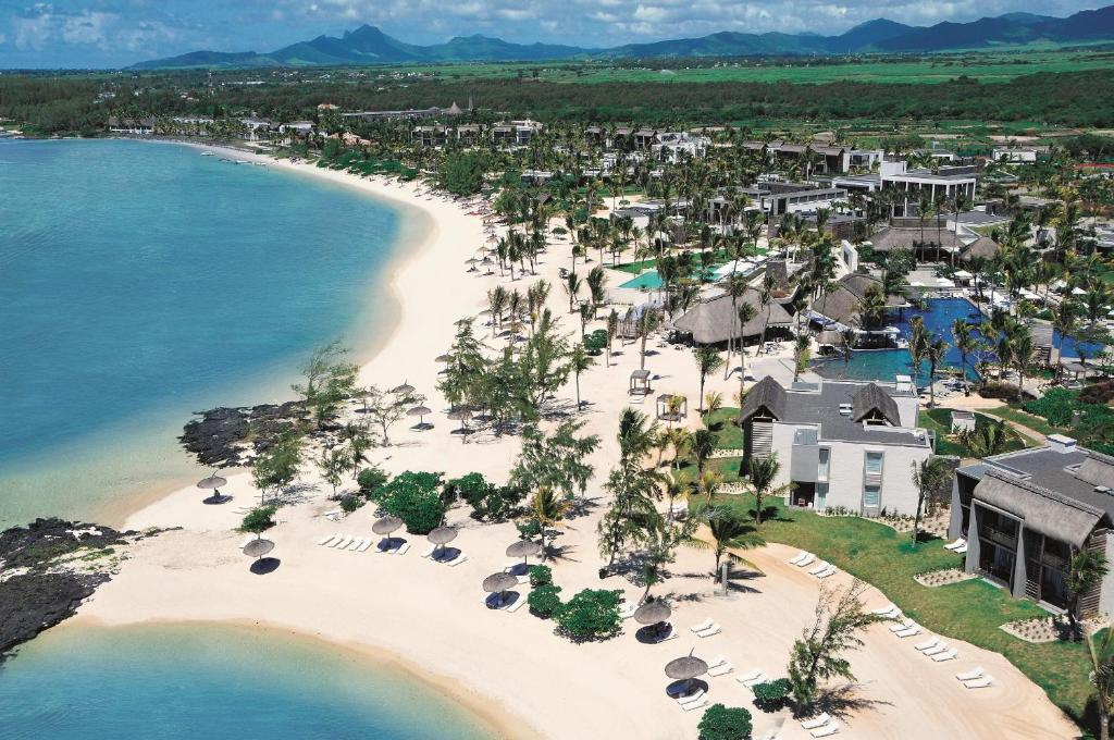 Long beach golf spa resort belle mare mauritius for Pool show in long beach