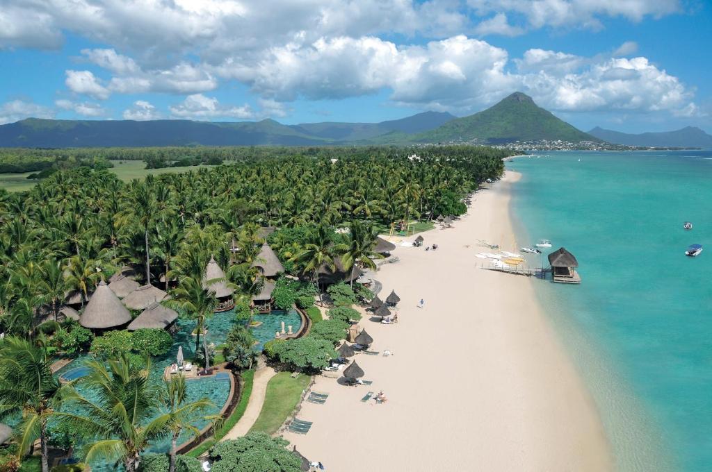 Letecký snímek ubytování La Pirogue A Sun Resort