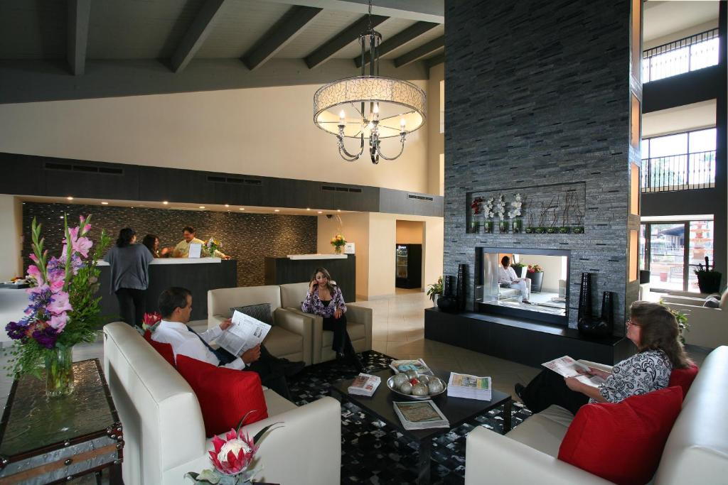 Gallery Image Of This Property A Seating Area At Doubletree Suites By Hilton Tucson Airport
