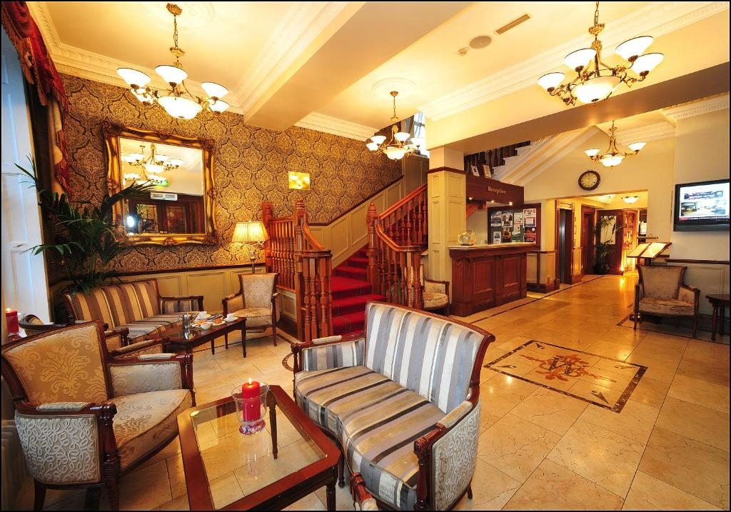 The lobby or reception area at Westenra Arms Hotel