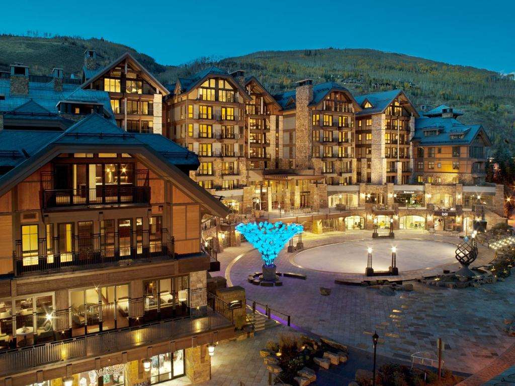 Elevation resort solaris vail co for Motel luxury