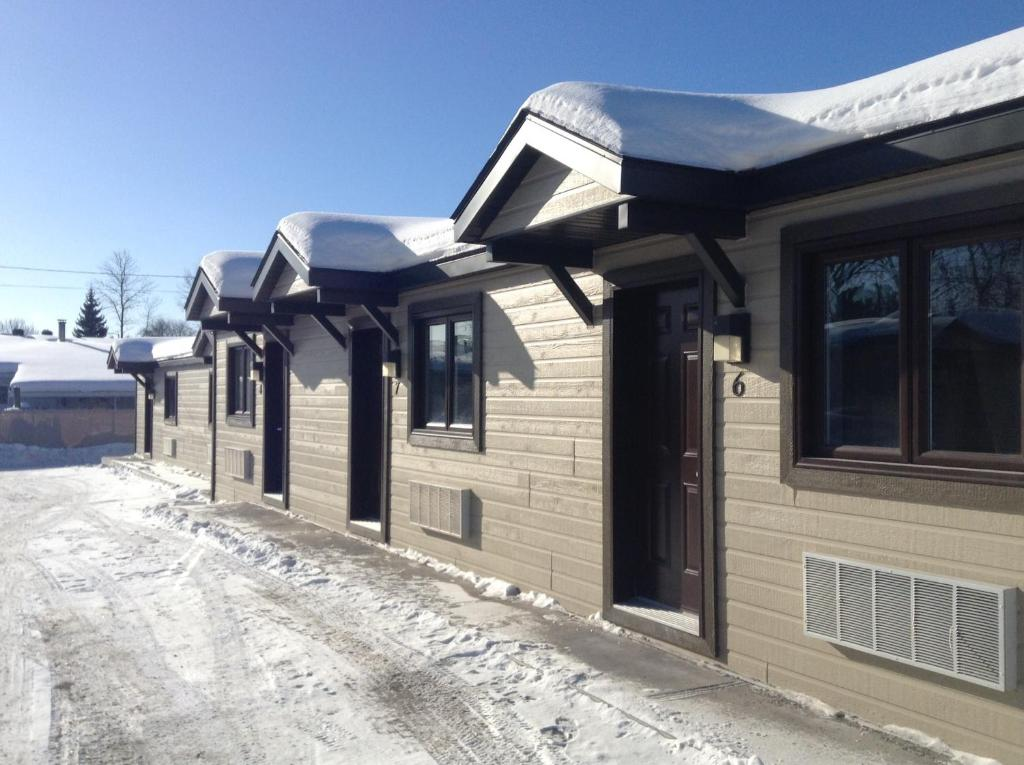 Le petit motel napolon gatineau updated 2018 prices gallery image of this property solutioingenieria Image collections