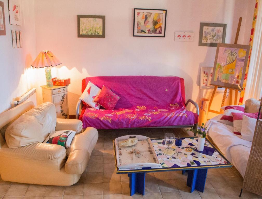 Uma área de estar em Chez Véronique