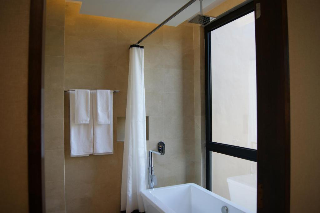 Bathroom Accessories Jalan Besar aqueen jalan besar hotel, singapore, singapore - booking