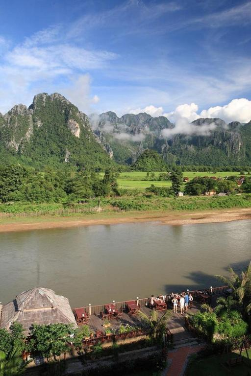 Elephant crossing hotel vang vieng laos for Domon river guesthouse vang vieng