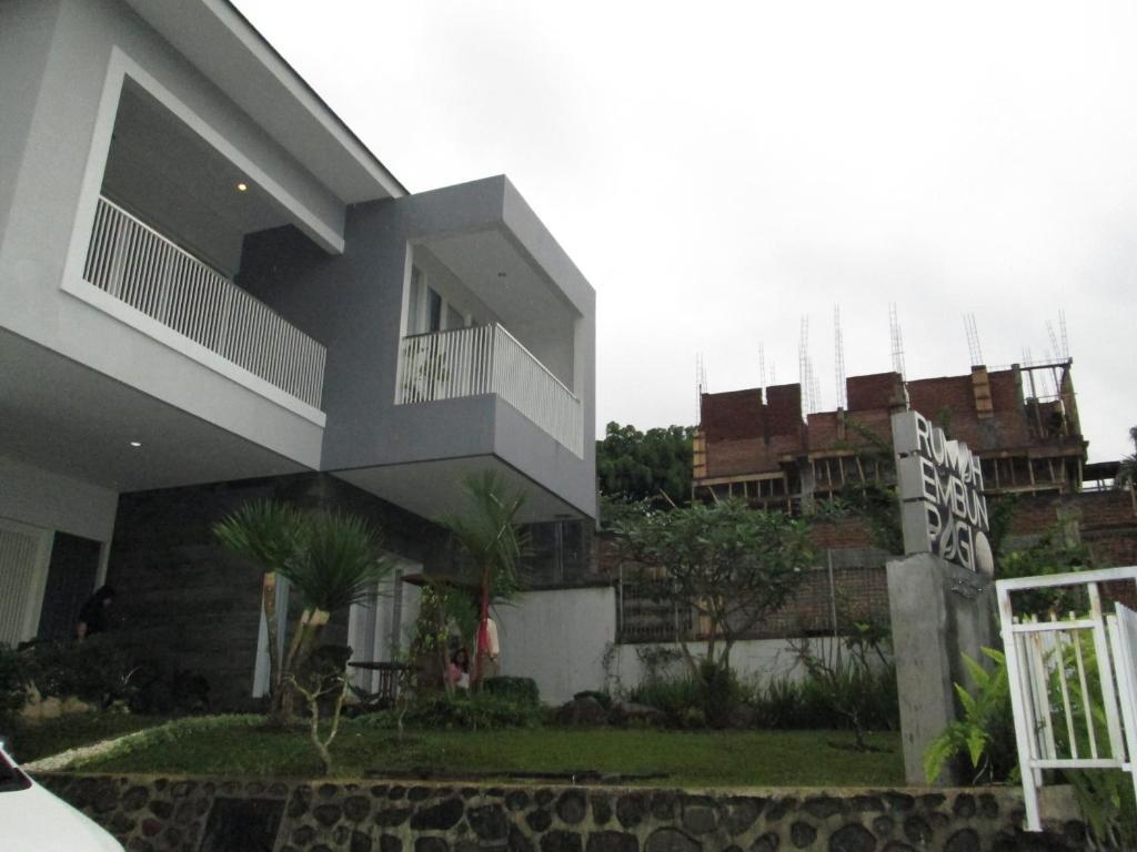 Villa Rumah Embun Pagi Batu Indonesia City Tour Dan Malang Gallery Image Of This Property