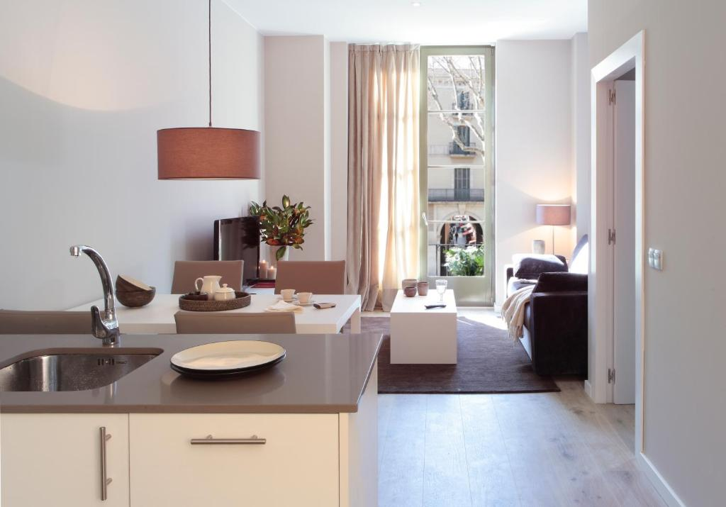 A kitchen or kitchenette at Rambla 102