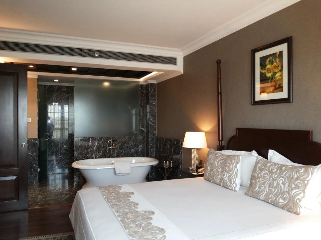 Hotel Delhi City Centre The Pllazio Hotel Gurgaon India Bookingcom