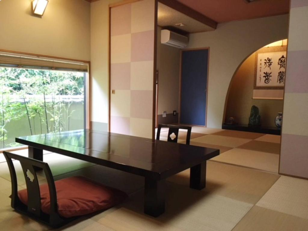 ポイント2.心が落ち着く程よい広さの和室の客室