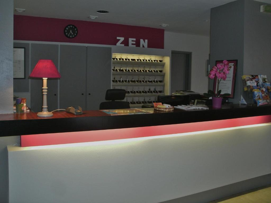 The lounge or bar area at Citotel Saint Jacques