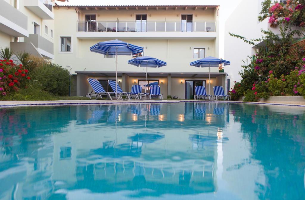 Het zwembad bij of vlak bij Panormo Beach Hotel
