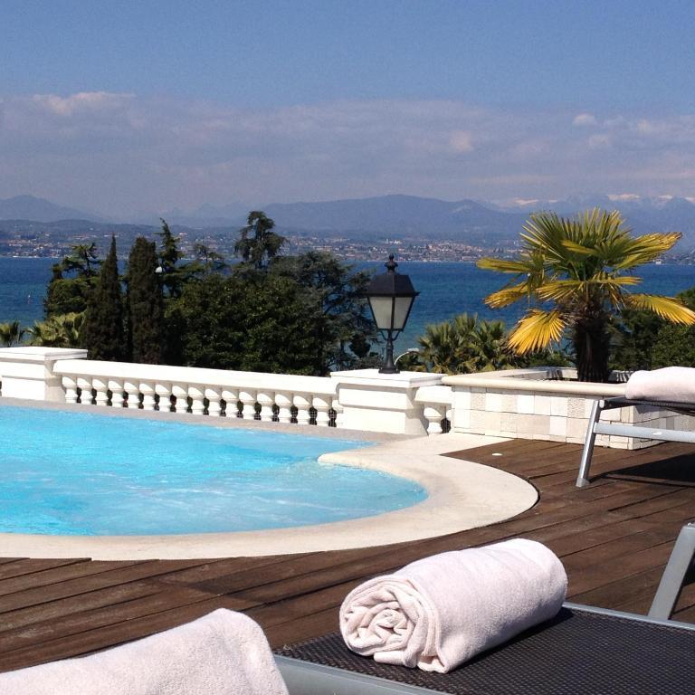 Palace Hotel (Italia Desenzano del Garda) - Booking.com