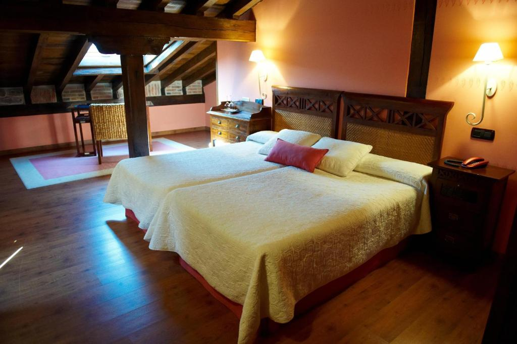 boutique hotels in santillana del mar  61