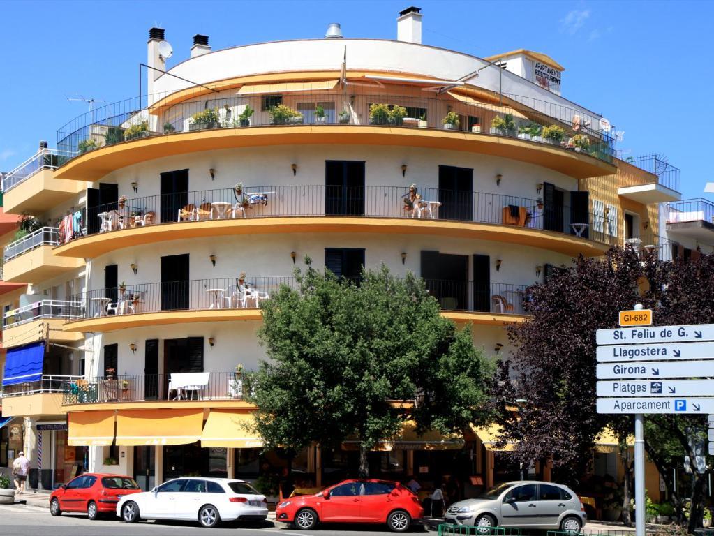 Apartamentos el sol tossa de mar precios actualizados 2018 for Appart hotel antony