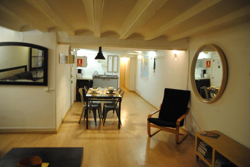 Romantic Chic Gothic Apartment foto
