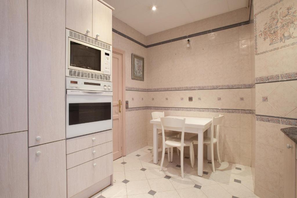 Bonita foto de Akira Flats Clot Apartments