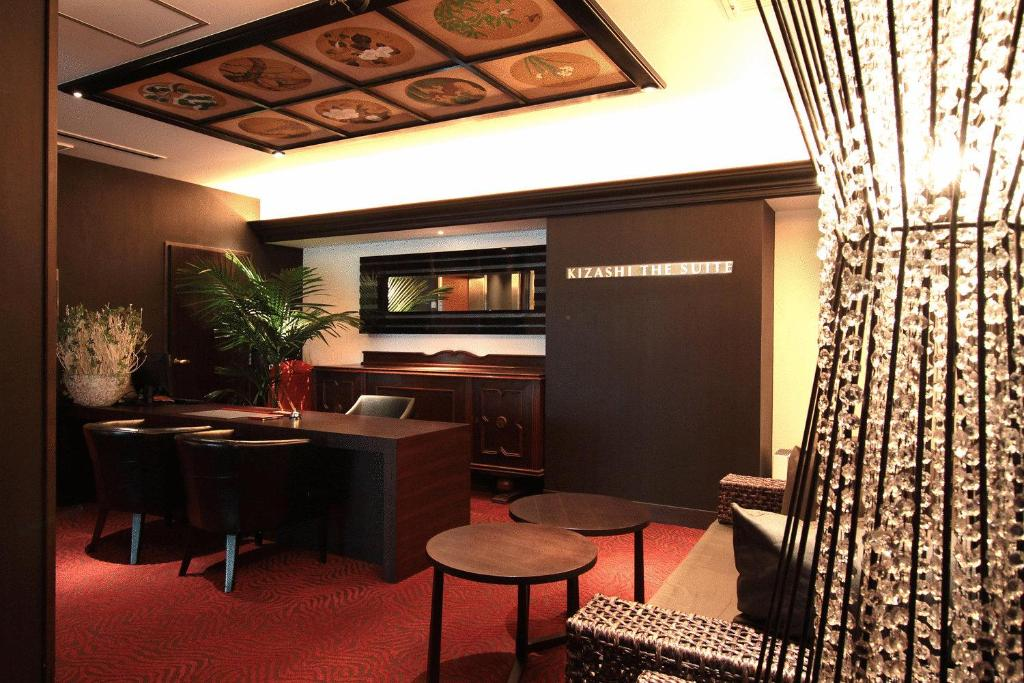 The lounge or bar area at Kizashi The Suite
