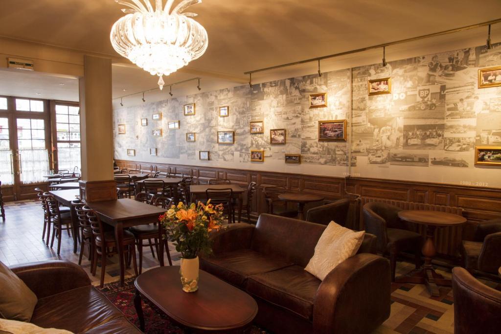 Ordinaire Logis Hotel De France La Chartre Sur Le Loire #10: Gallery Image Of This Property