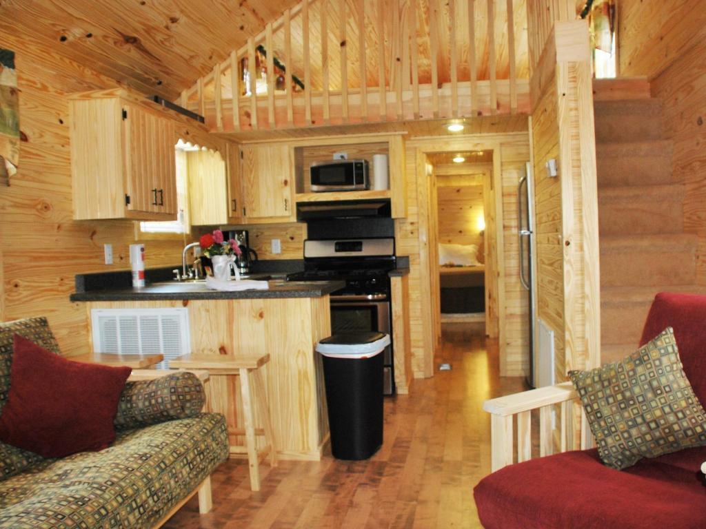Rustic creek ranch resort burleson tx for Rustic hotel