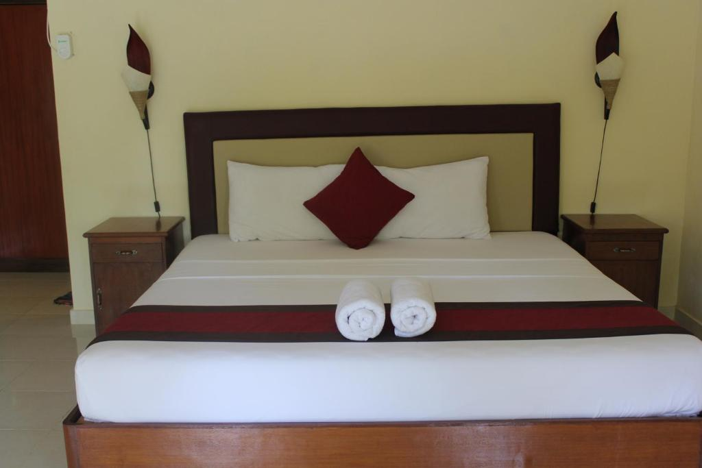 A bed or beds in a room at Pondok Aldi
