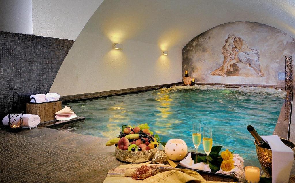 The swimming pool at or close to Hotel Antica Porta Leona & SPA