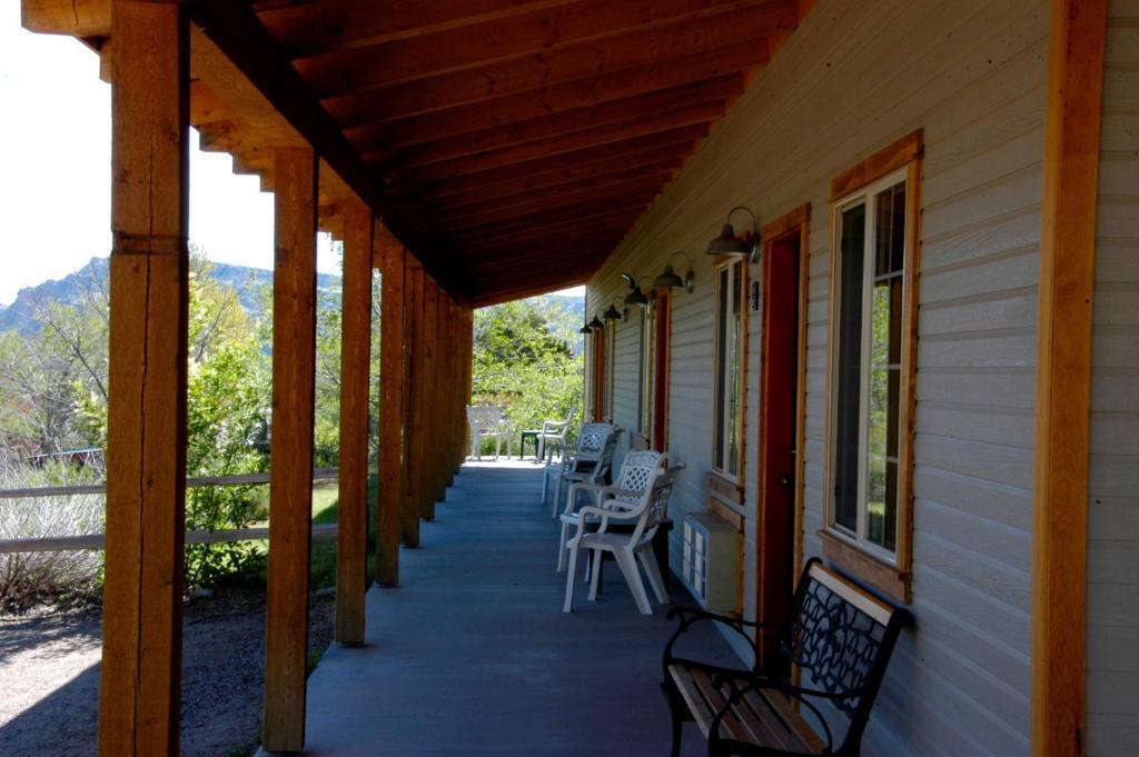 A balcony or terrace at The Inn of Escalante