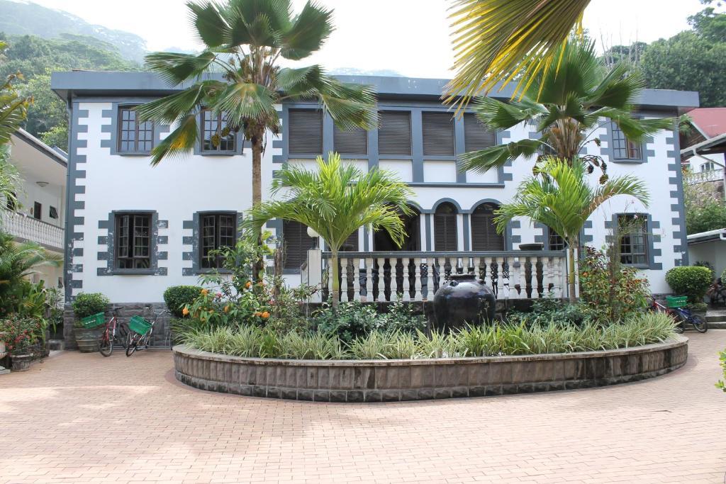 Favori Hotel Chateau St Cloud, La Digue, Seychelles - Booking.com CU26