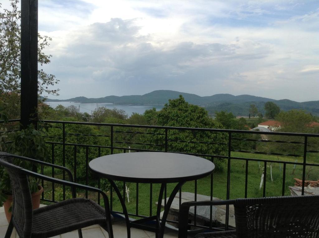 Een balkon of terras bij Guesthouse Lamprini