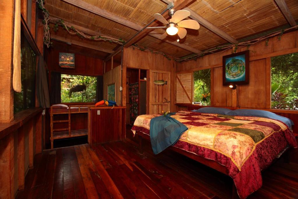 Casa rio blanco eco friendly b b gu piles costa rica for Piani casa eco friendly