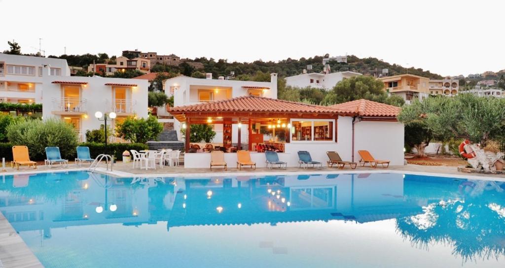 The swimming pool at or near Primavera Paradise Apartments
