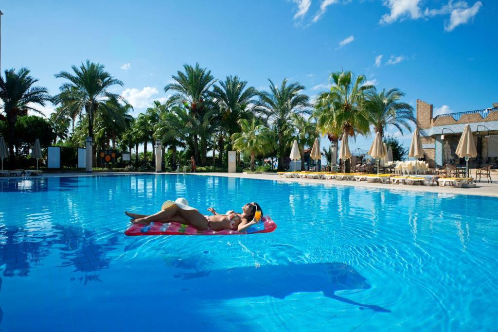 Het zwembad bij of vlak bij MC Beach Park Resort Hotel