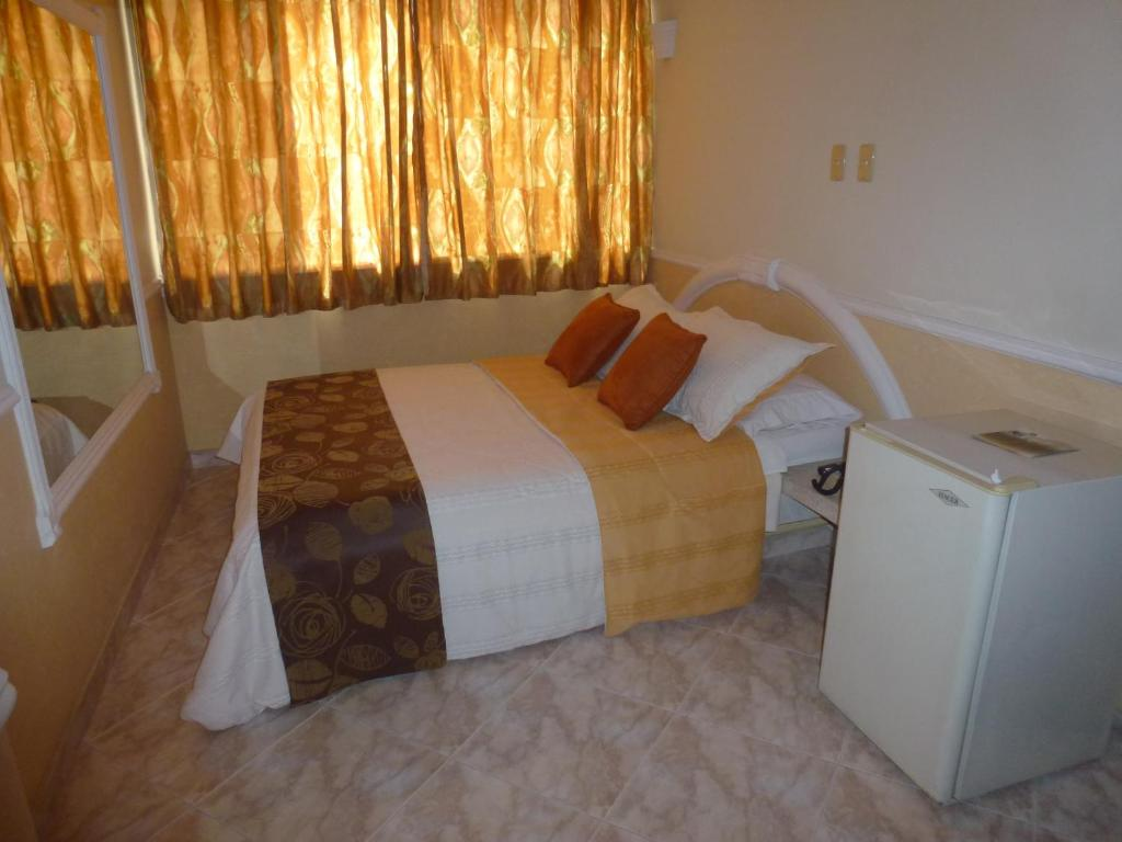 A bed or beds in a room at Hotel San Nicolas