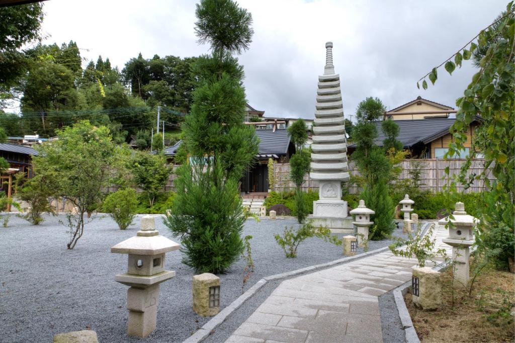 ポイント3.美しい日本庭園と心和む館内