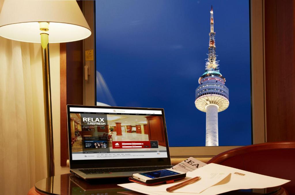 セジョン ホテル ソウル ミョンドンにあるテレビまたはエンターテインメントセンター