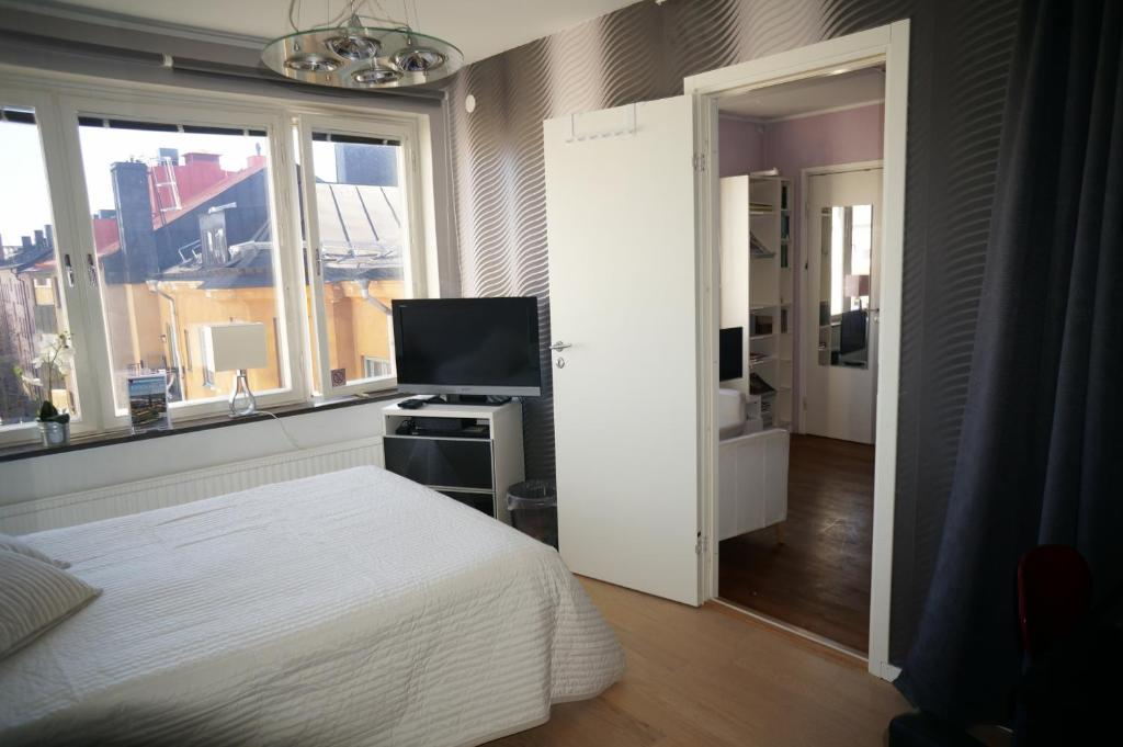 bed and breakfast stockholm at mariatorget sweden. Black Bedroom Furniture Sets. Home Design Ideas