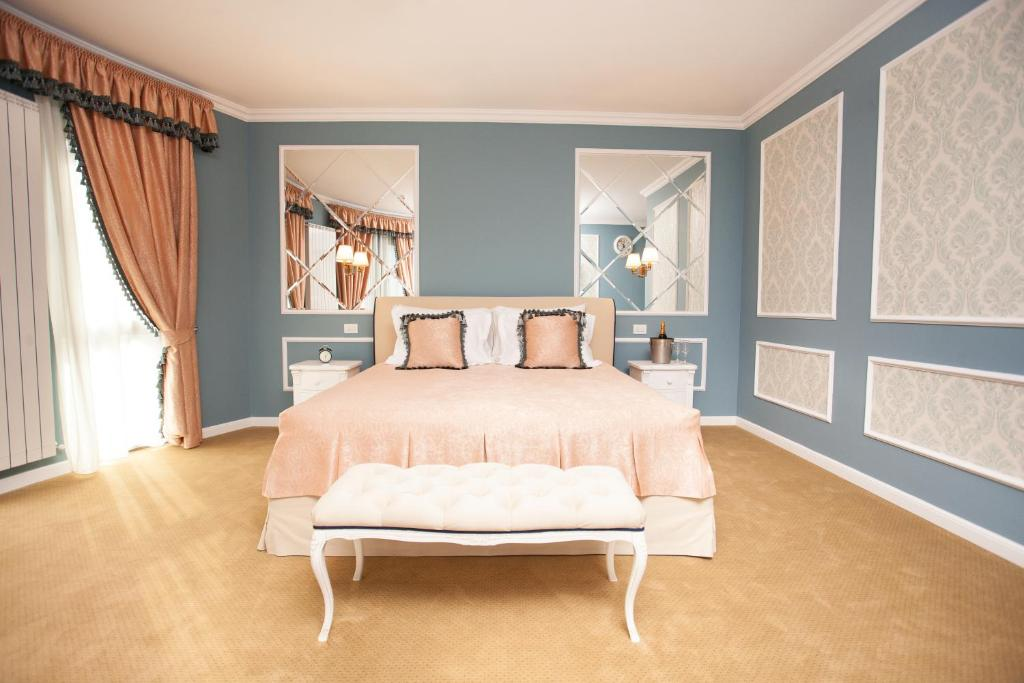 A bed or beds in a room at Villa Boutique Lafayette