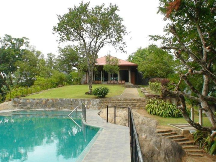 Victoria holiday bungalow digana sri lanka - Bungalows with swimming pool in sri lanka ...