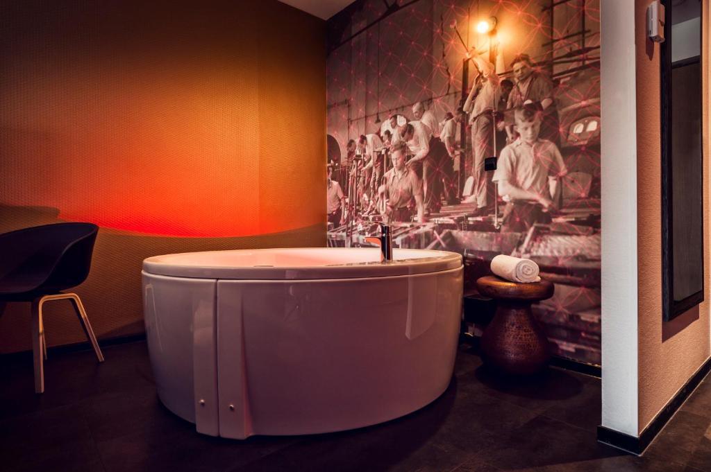 Whirlpool Bad Eindhoven : Inntel hotels art niederlande eindhoven booking