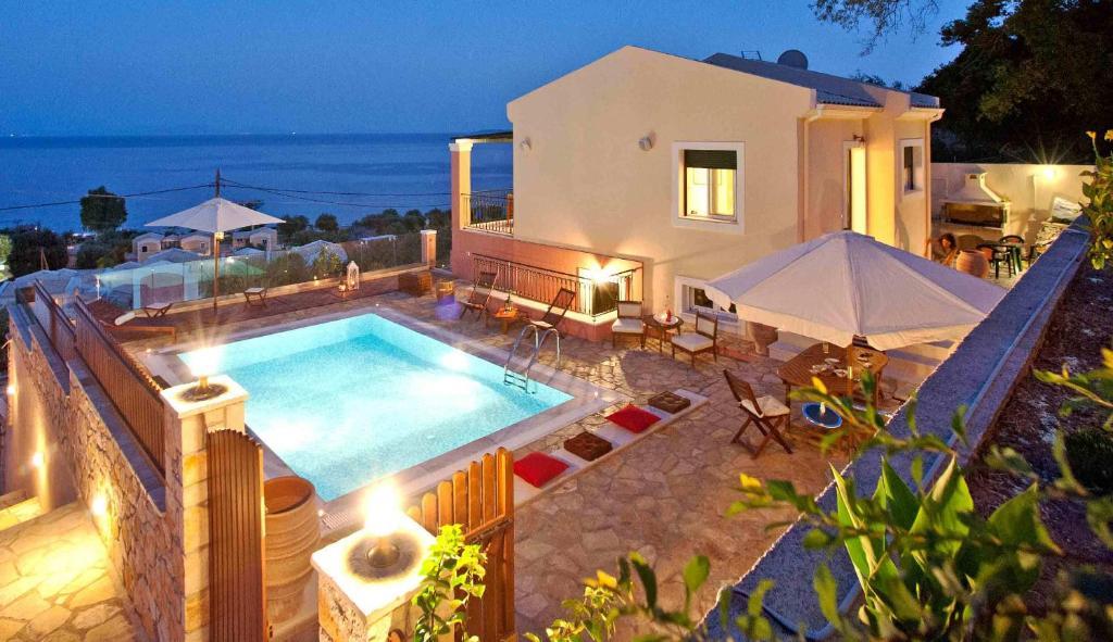 Θέα της πισίνας από το Villa Artemis ή από εκεί κοντά