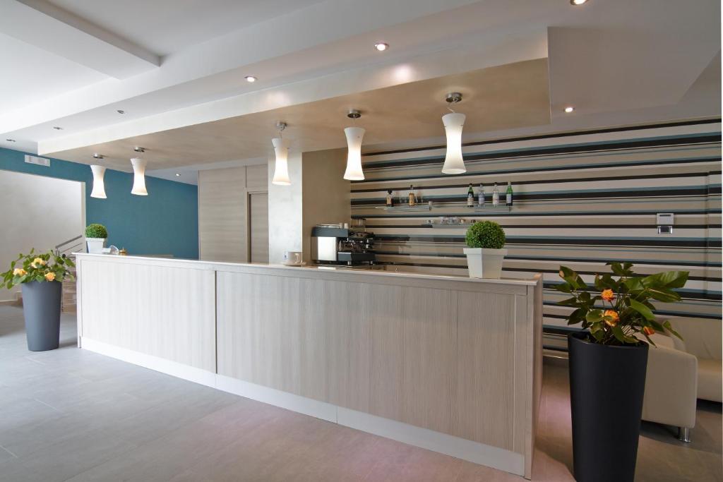 Mobili per alberghi prezzi case mobili casa mobile casa for Villa arredamenti milano