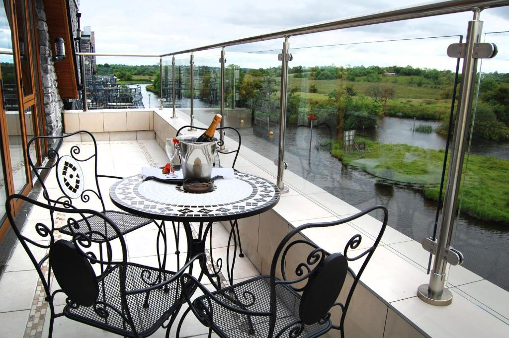 A balcony or terrace at Leitrim Marina Hotel