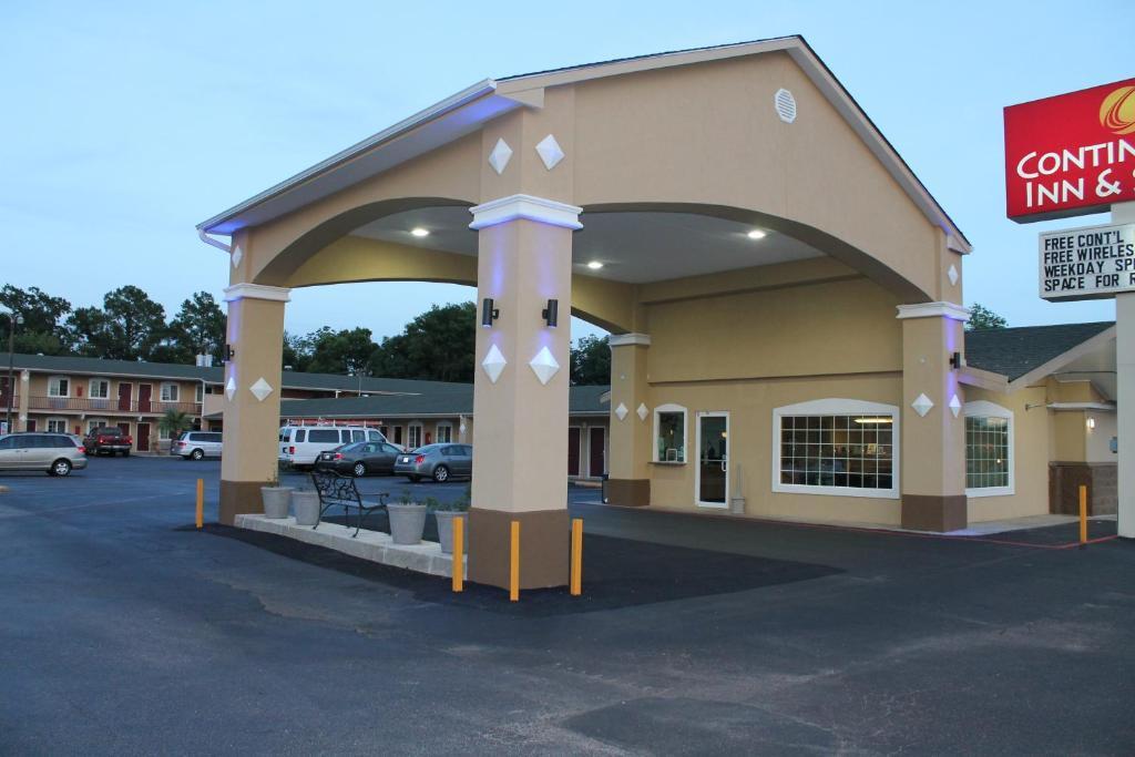 Continental Inn Suites Nacogdoches Tx Booking Com