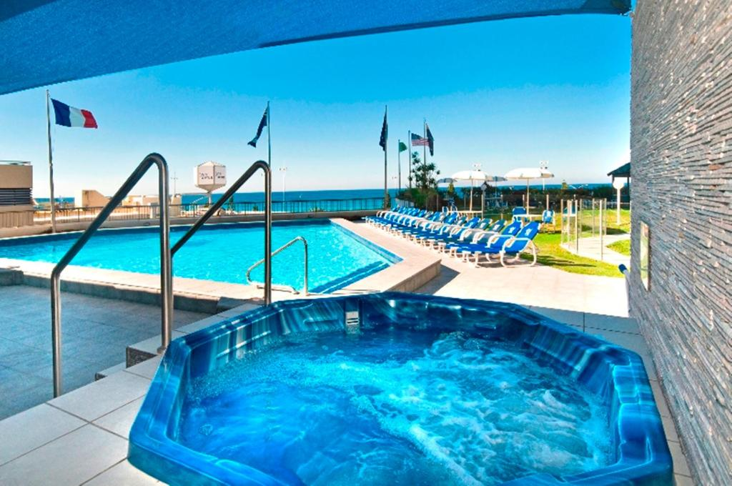 The swimming pool at or near Surfers International Apartments