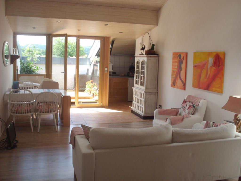 Apartment Drei-Zimmer Traum-Atelierdachwohnun, Bernau am Chiemsee ...